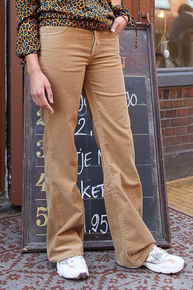 ATO Berlin | Ribcord broek Newton, met uitlopende pijp, beige