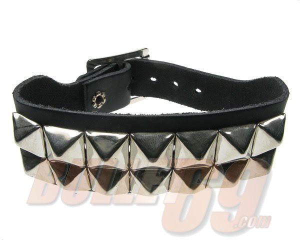Bullet69 - Leren armband met 2 rijen metalen pyramide studs