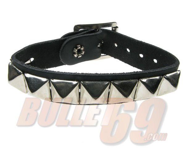 Bullet69 - Leren armband met metalen pyramide studs