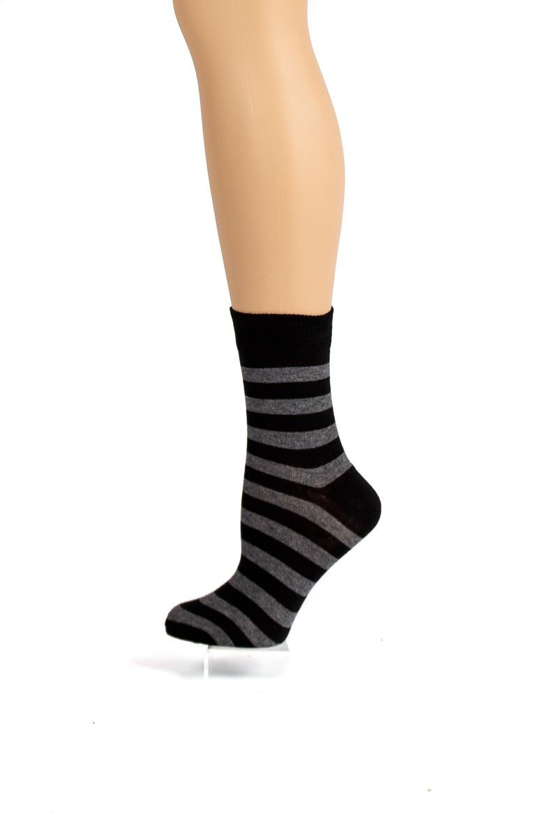 Flirt   Zwart donkergrijs gestreepte sokken
