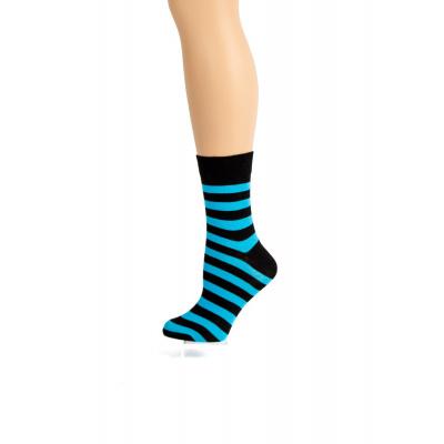 Foto van Flirt | Zwart lichtblauw gestreepte sokken