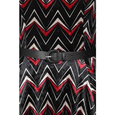 Foto van Jurk Chevron, zwart fluweel met rood wit zigzag patroon