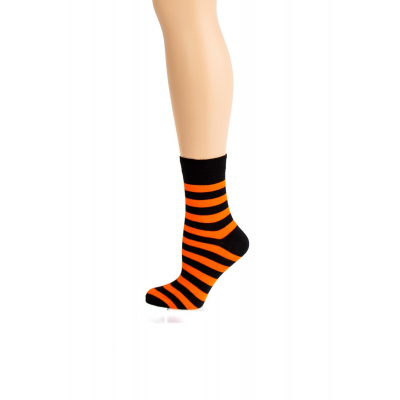 Foto van Flirt | Zwart oranje gestreepte sokken