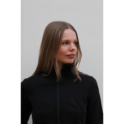 Foto van ATO Berlin | Lang vest Elli, zwart met hoge kraag en brede boorden