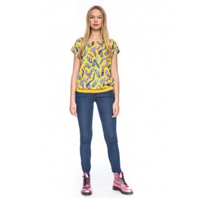 Foto van T-shirt Leo, geel met bonte veren print