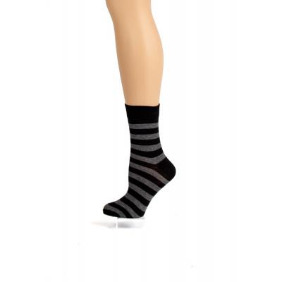 Foto van Flirt | Zwart donkergrijs gestreepte sokken