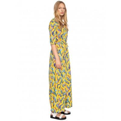Foto van Ato Berlin, lange jurk Gwen geel met veren print