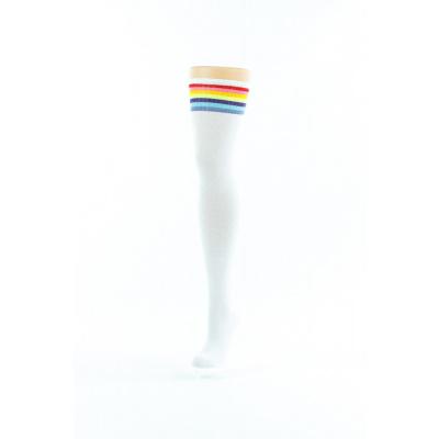 Foto van Flirt | Witte overknee sokken met regenboog rand lang