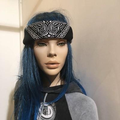 Foto van Bandana haarband en sjaal met paisley patroon, zwart-wit