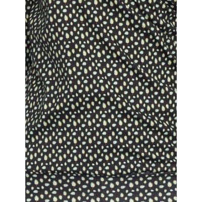 Foto van Ato Berlin, overslag shirt Emma zwart en groen veertjes patroon