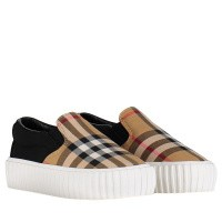 Picture of Burberry 8006429 kids sneakers black