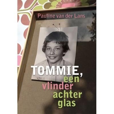 Tommie, een vlinder achter glas