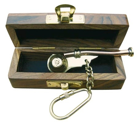 Foto van Bootsmansfluit sleutelhanger in houten kistje