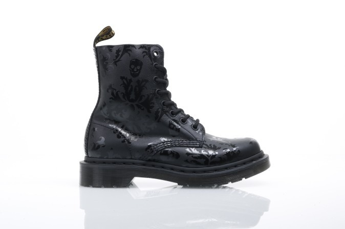 Foto van Dr. Martens Ladies 14735450 Boots Cassidy Black+black softy t+hi shine