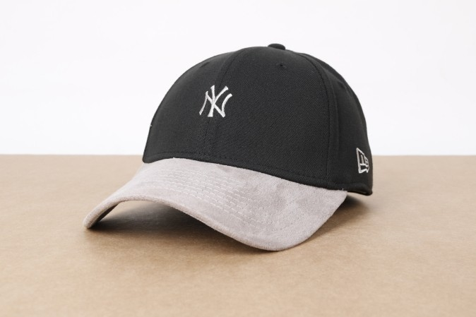 Foto van New Era 80371260 Dad Cap Suede Viz Mini Logo Ny Yankees Zwart