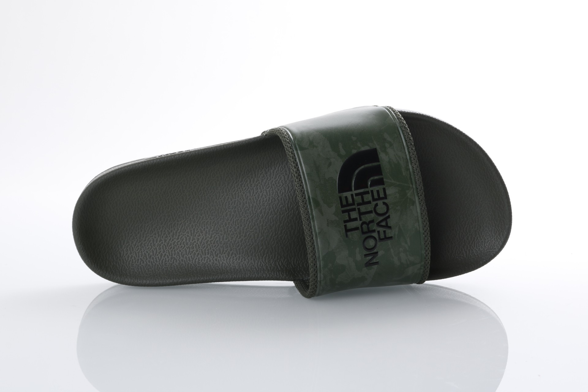 Foto van The North Face T93FWO-4FB Slide sandal Bc slide II Groen