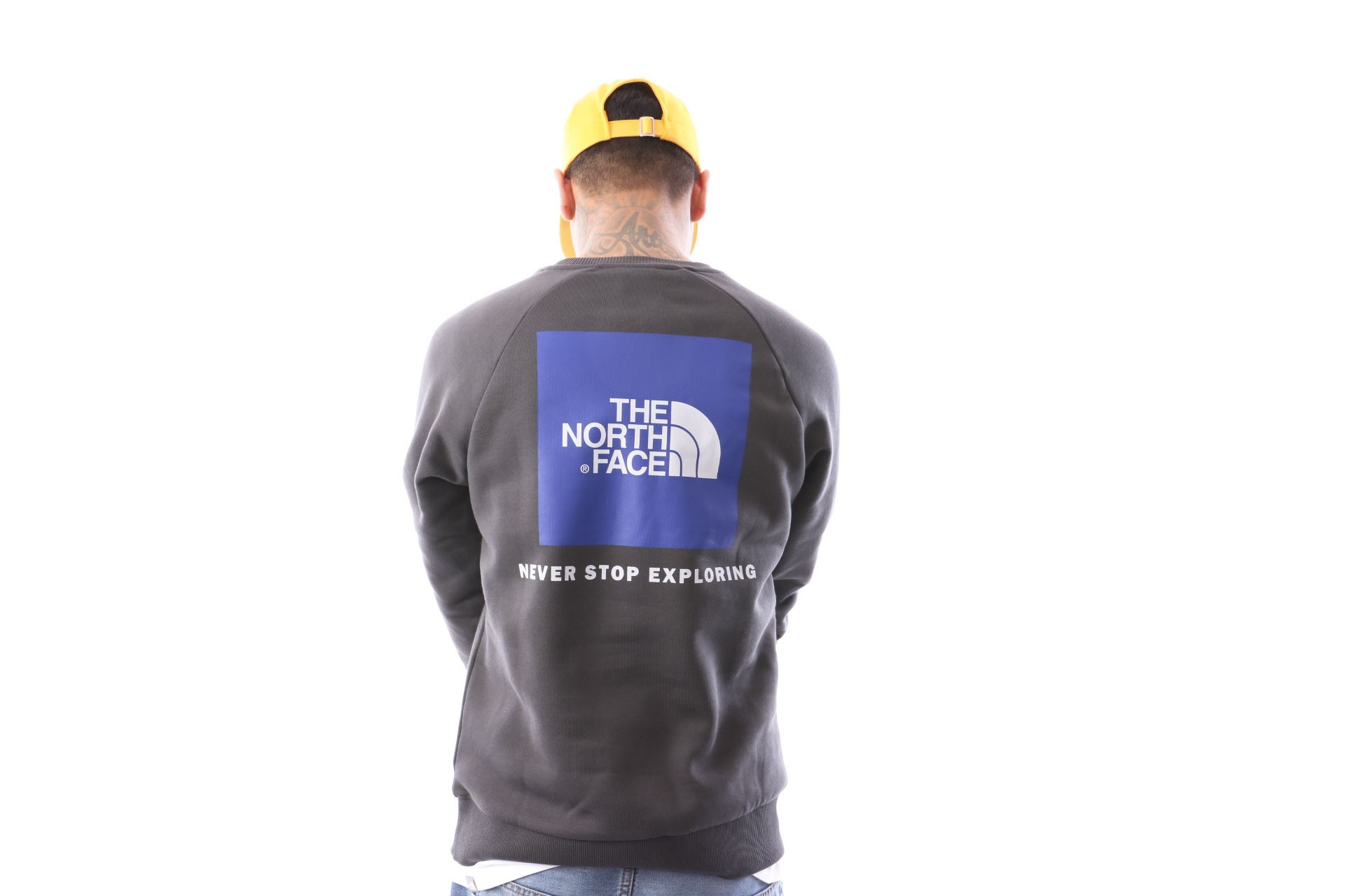 Foto van The North Face M Raglan Redbox Crew T93Rz20C5 Crewneck Asphalt Grey