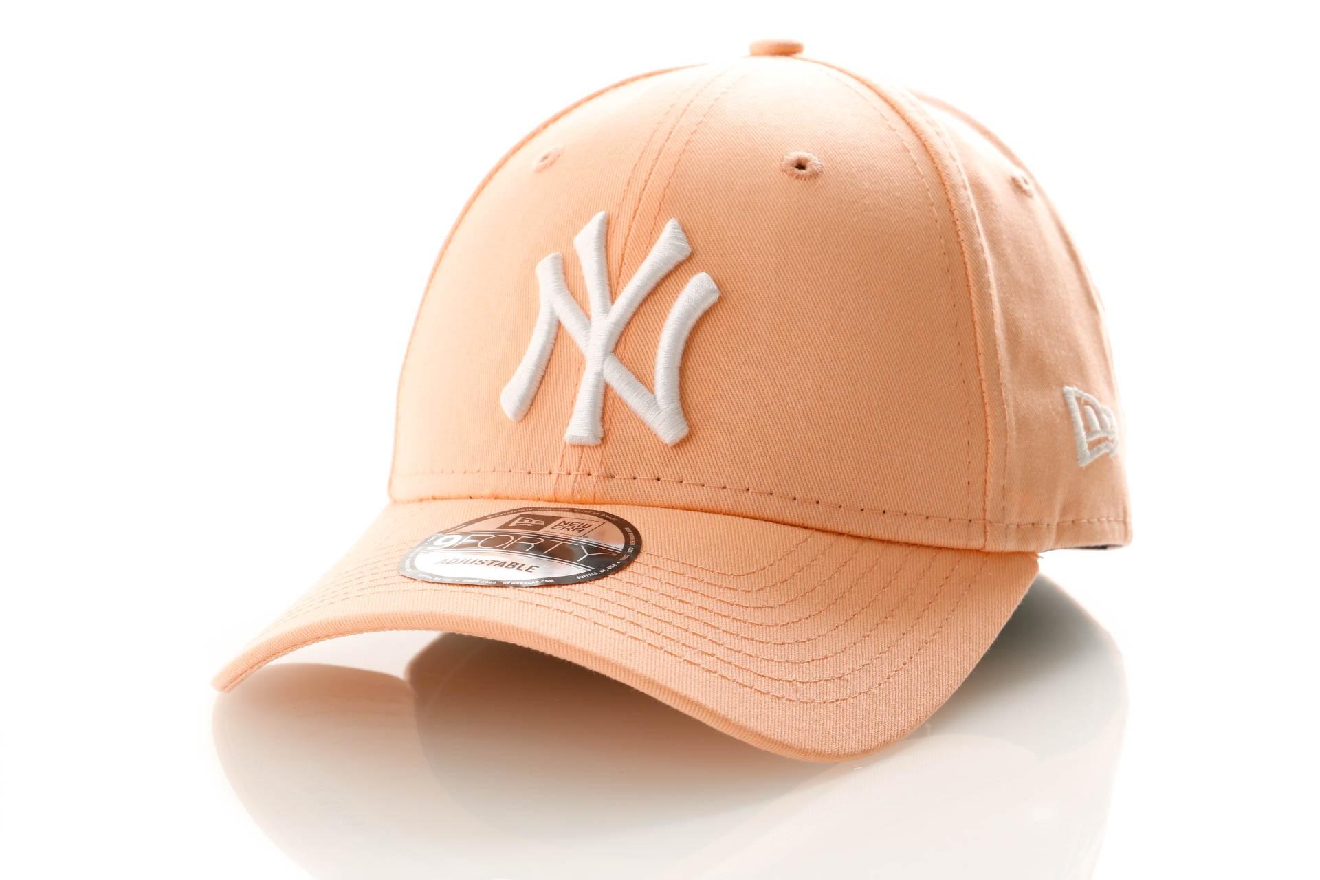 Foto van New Era League Essential 9Forty 11945653 Dad Cap Posh Peach/Optic White New York Yankees