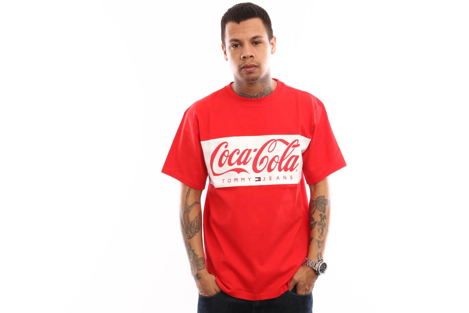 Foto van Tommy Hilfiger TJM Tommy X Coca Cola Tee DM0DM06692 T shirt Coca Cola