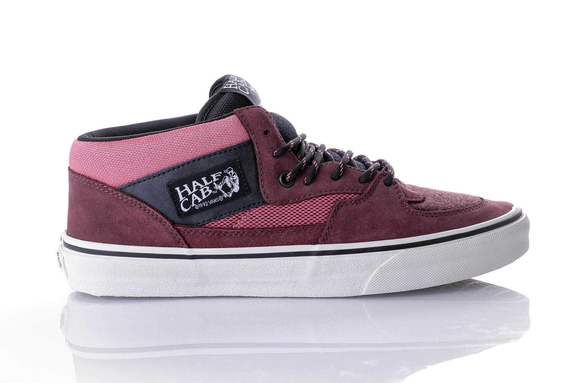Foto van Vans UA Half Cab VA348EU8W Sneakers (Sporty) catawba grape/multi