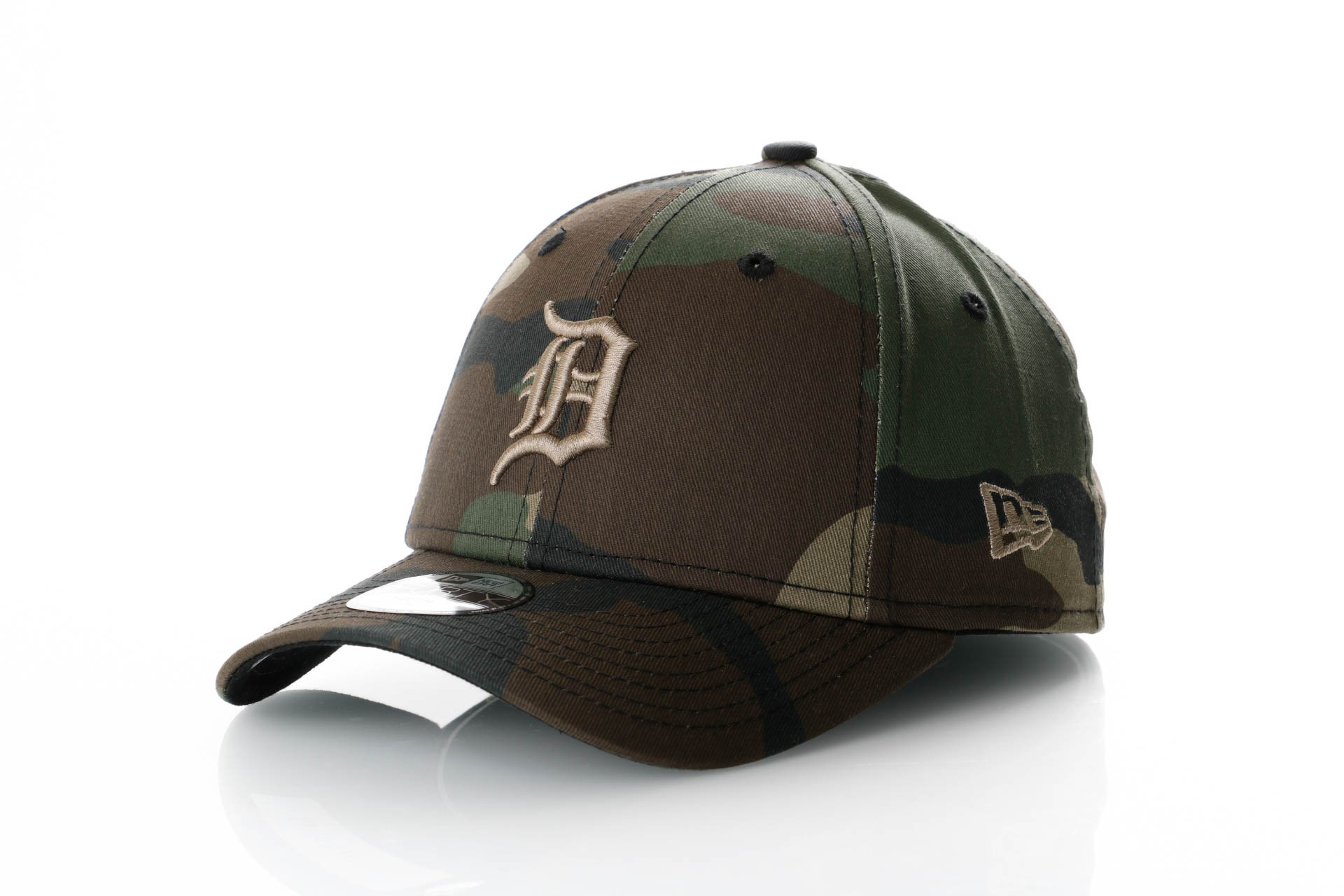 Foto van New Era Camo Essential 9Forty 11871652 Dad Cap Woodland Camo Mlb Detroit Tigers