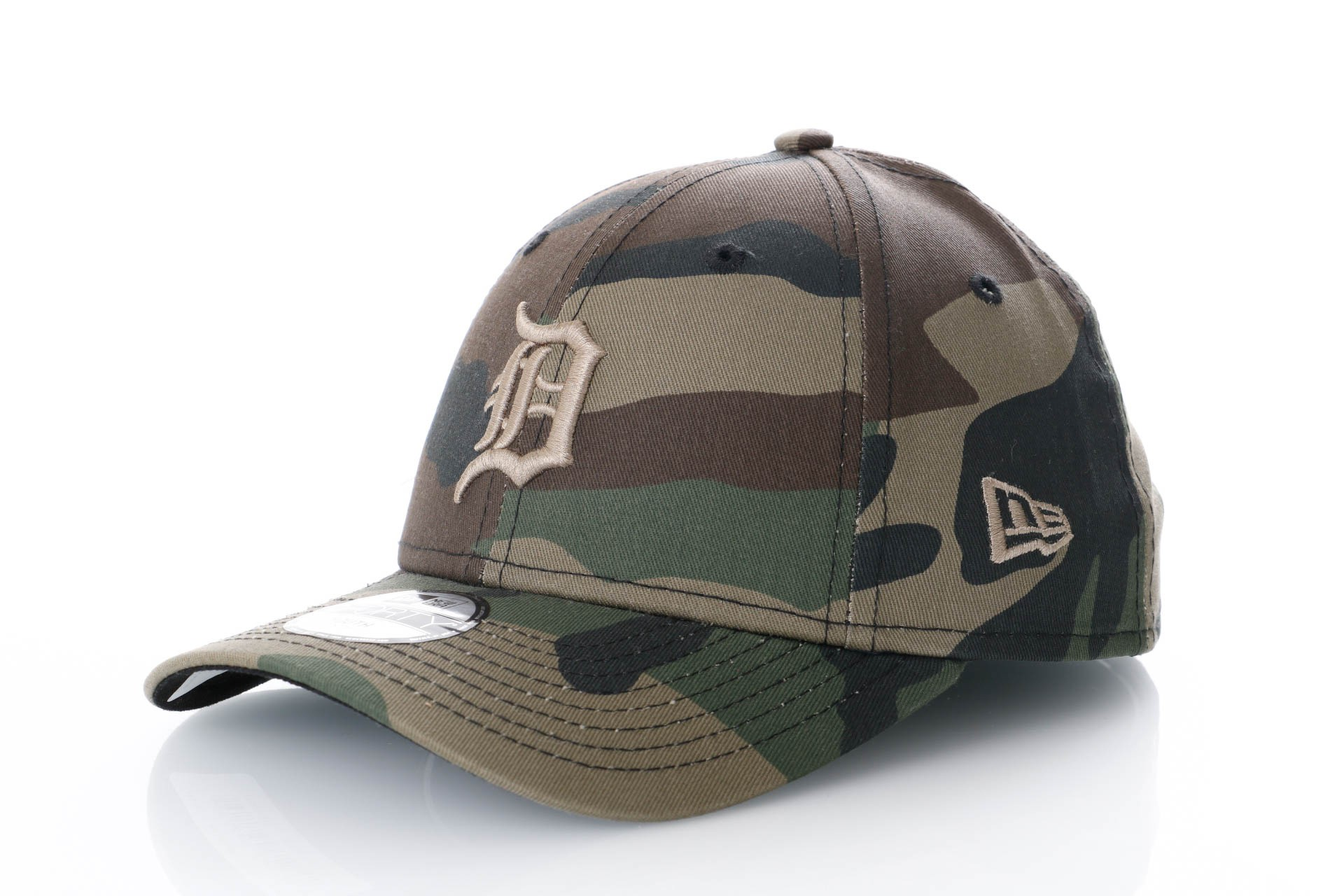 Foto van New Era Kids Camo Fabric 9Forty 11871641 Dad Cap Woodland Camo Mlb Detroit Tigers