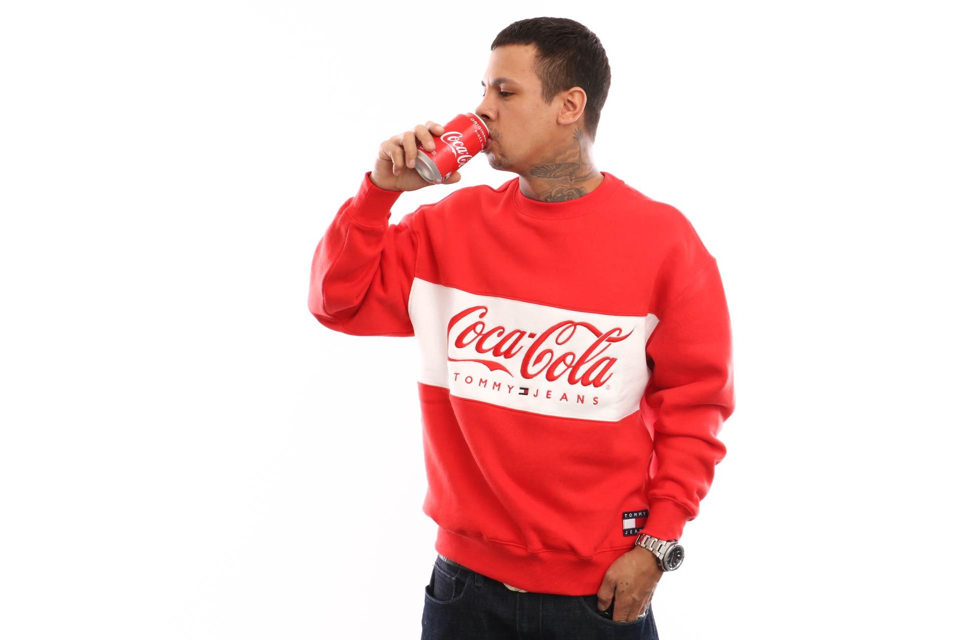Foto van Tommy Hilfiger TJM Tommy X Coca Cola Sweat DM0DM06690 Crewneck Coca Cola