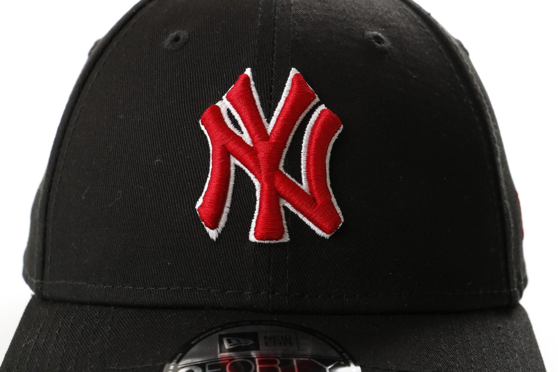 Afbeelding van New Era 9Forty Blksca New York Yankees 11841190 Dad Cap Black/Red White Outline Mlb