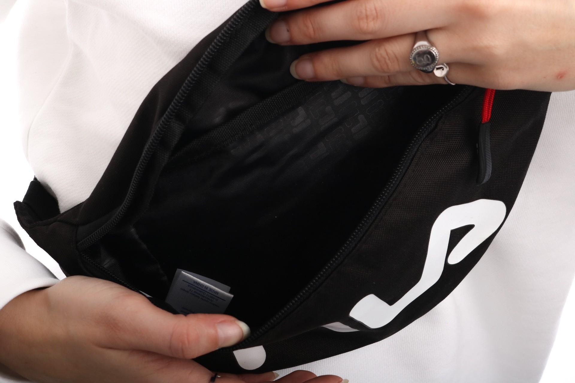 e322fbf56c Fila Waist Bag Slim 685003 Heuptas Black - Go-Britain.nl
