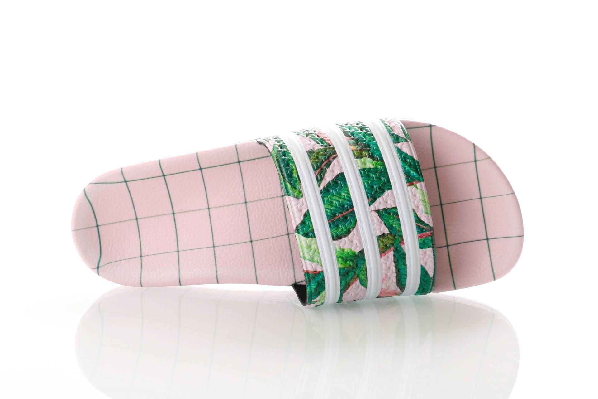 Foto van Adidas Adilette W B28006 Slippers SUPPLICOL/FTWRWHITE/WONDERPNK