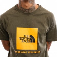 Afbeelding van The North Face M S/S Rag Red Box Te T93BQO T shirt New Taupe Green