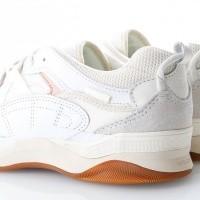 Afbeelding van Vans UA Varix WC VA3WLNVUF Sneakers (Staple) true white/marshmallow