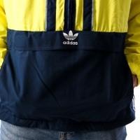 Afbeelding van Adidas AUTH ANORAK DH3842 jas SHOCK YELLOW/COLL.NAVY