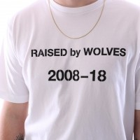 Afbeelding van raised by wolves decade t-shirt White Jersey