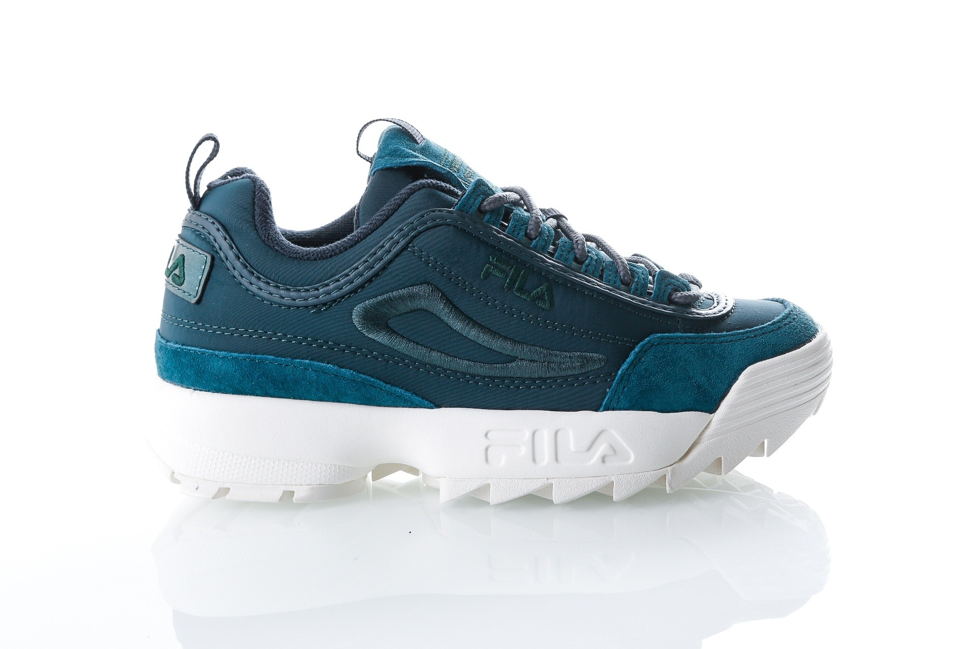 Foto van Fila Disruptor Satin low wmn 1010437 Sneakers atlantic deep
