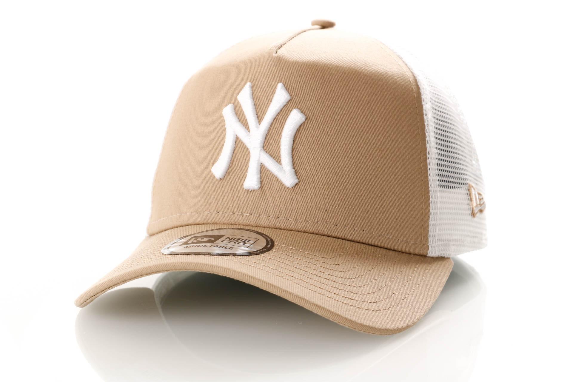 Foto van New Era League Essential Trucker 11946169 Trucker Cap Camel/Optic White New York Yankees