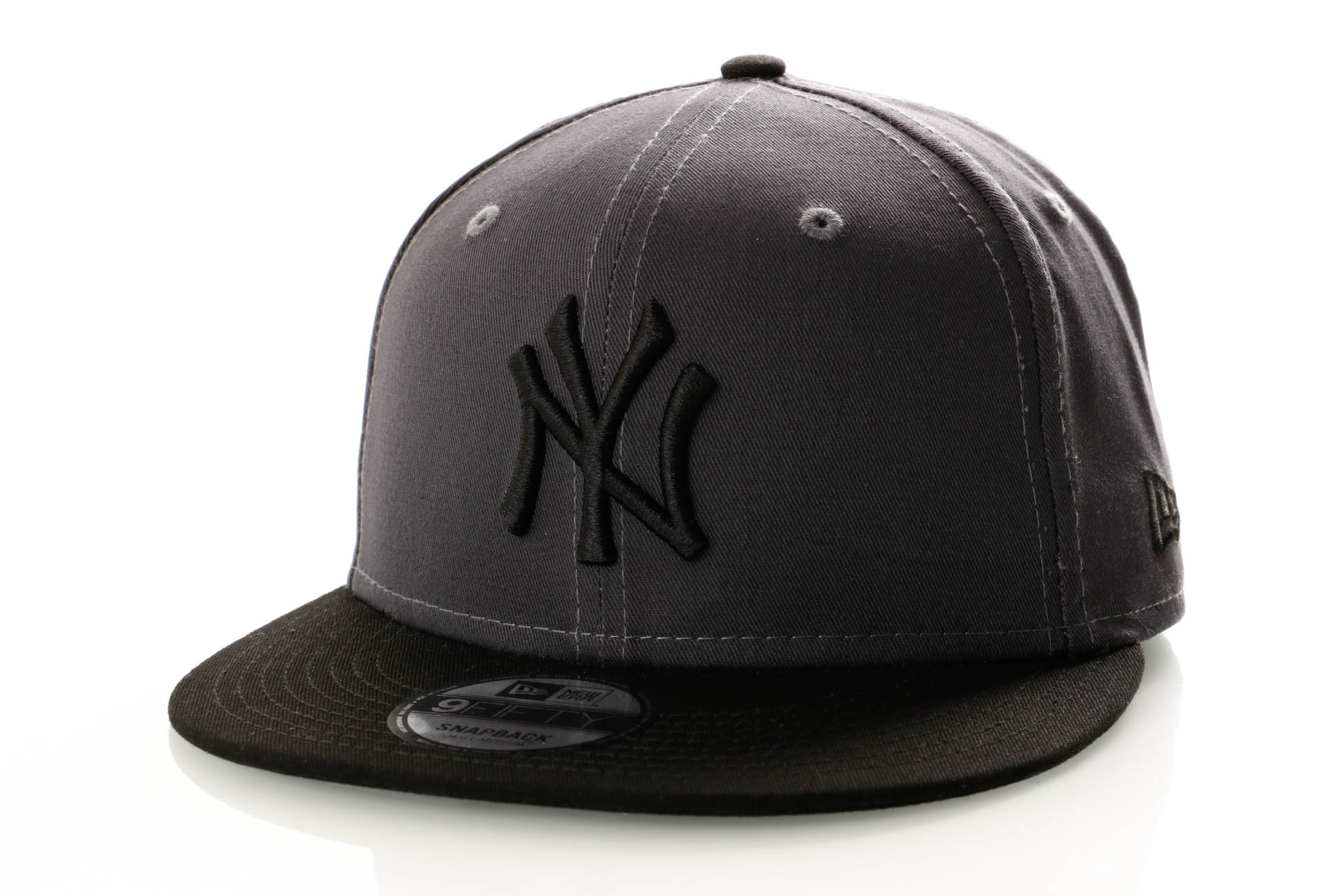 Foto van New Era League Essential 9Fifty 11945660 Snapback Cap Graphite/Black New York Yankees