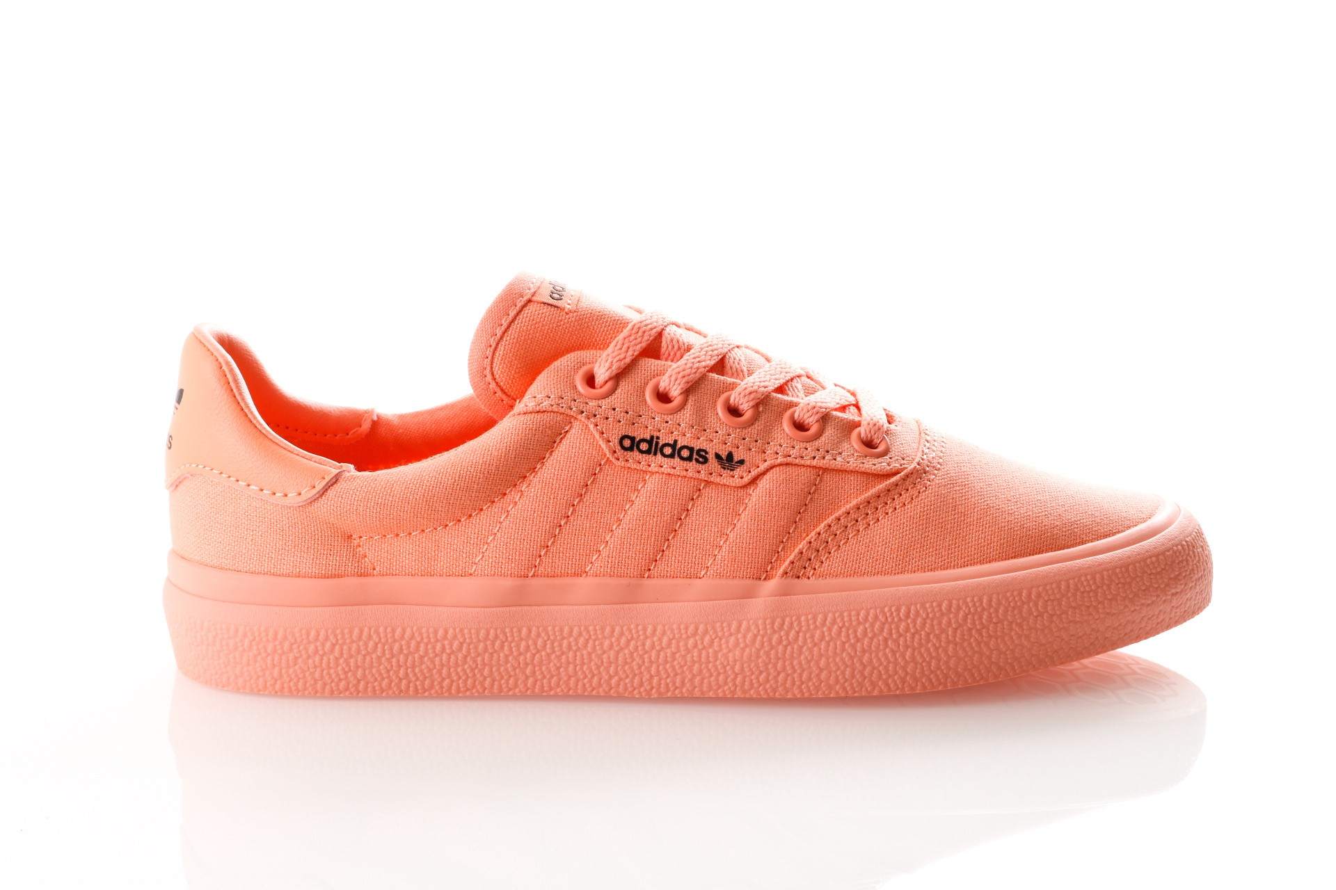 Foto van Adidas 3MC DB3108 Sneakers CHALK CORAL S18/core black/CHALK CORAL S18
