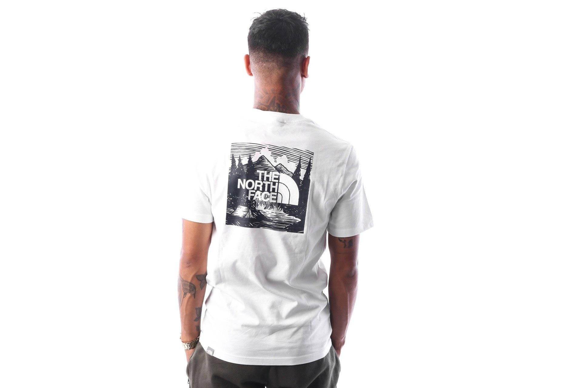 Foto van The North Face M SS REDBOX CEL TEE T92ZXESFT T shirt TNF WHITE / URBAN NAVY