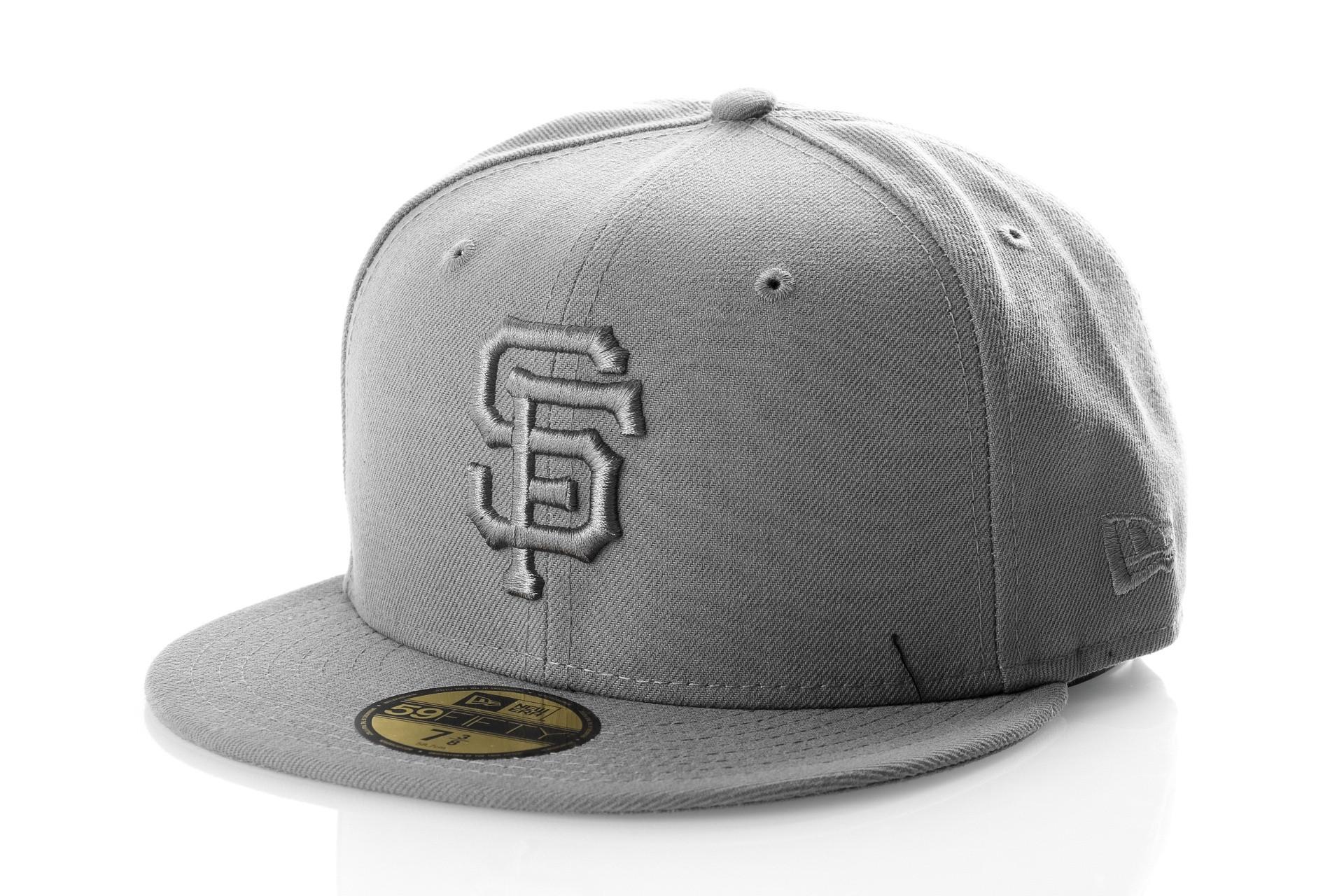 Foto van New Era LEAGUE ESSENTIAL 5950 SAN FRANCISCO GIANTS 11794690 Fitted Cap STORM GRAY MLB