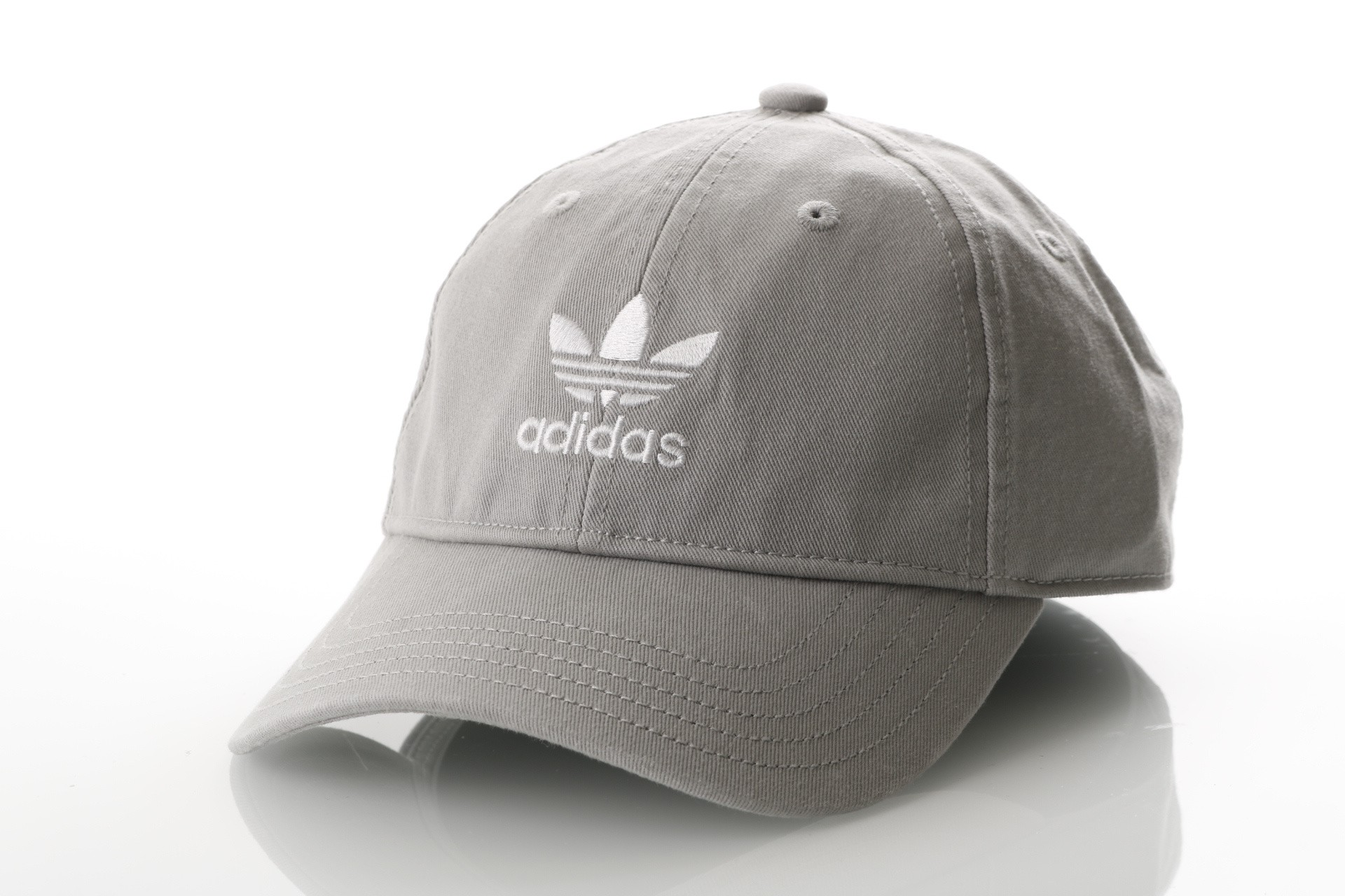 Foto van Adidas ADIC WASHED CAP DV0205 Dad cap mgh solid grey/white