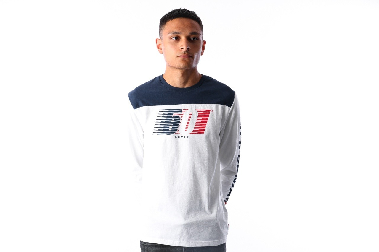 Foto van Levi`s LS Pieced Graphic Tee 56847-0000 Longsleeve White / Dress Blues