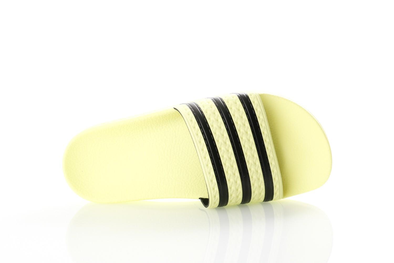 Foto van Adidas ADILETTE CM8494 Slippers ice yellow/ice yellow/core black