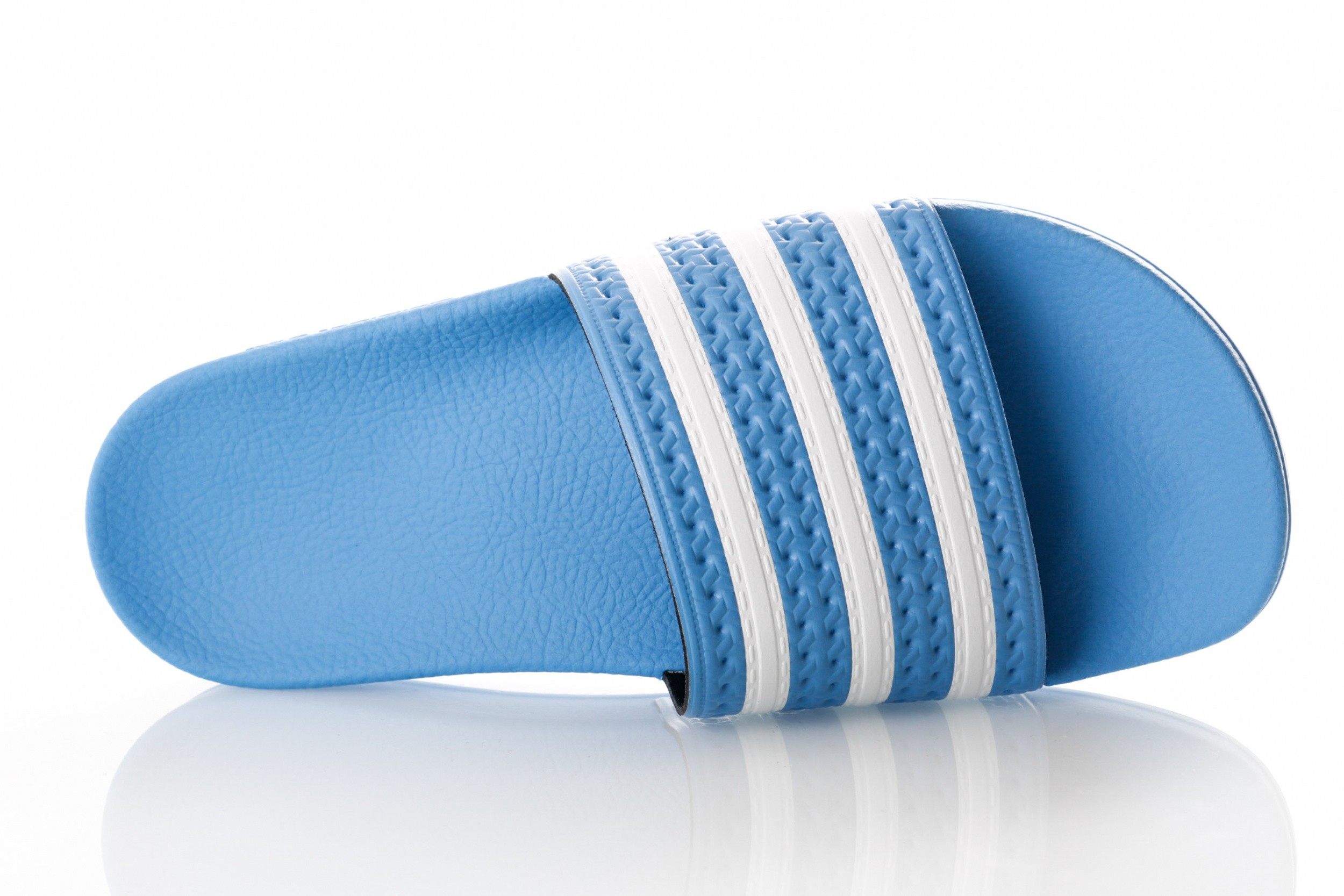 Foto van Adidas Adilette Ee6181 Sneakers Real Blue/Ftwr White/Real Blue