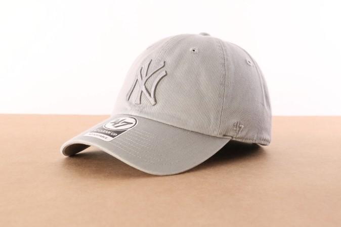 Foto van 47 Brand B-RGW17GWSNL-GYC Dad cap Clean up NY Yankees Grijs
