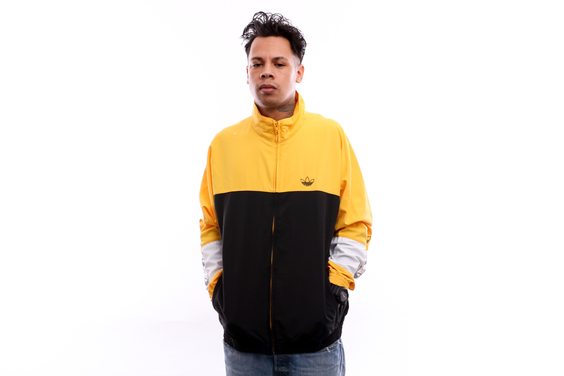 Foto van Adidas BLOCKED WARM UP DV3118 Tracktop black/bold gold