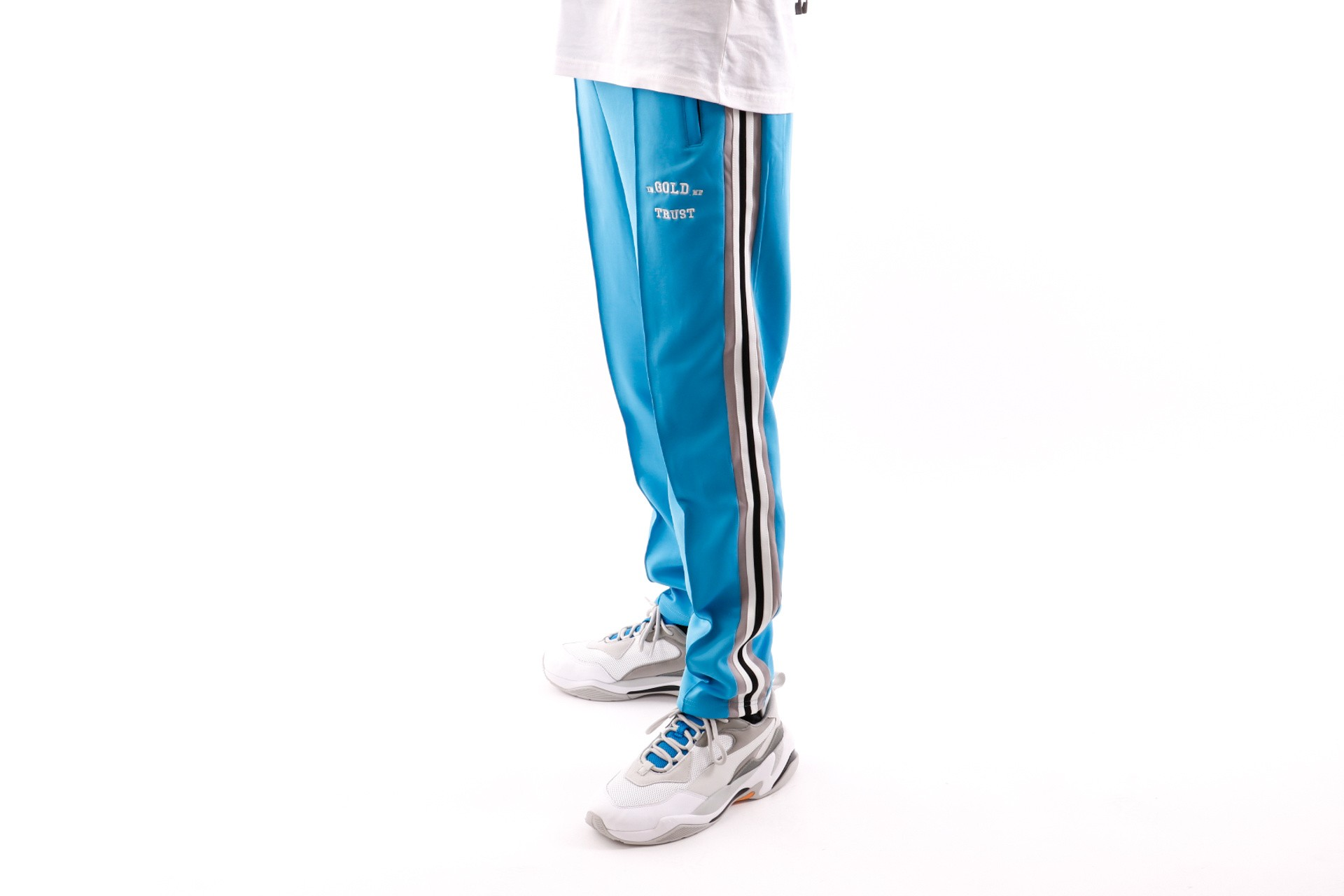 Foto van In Gold We Trust Logo Trackpant FAP-031 Trainingsbroek Baby Blue