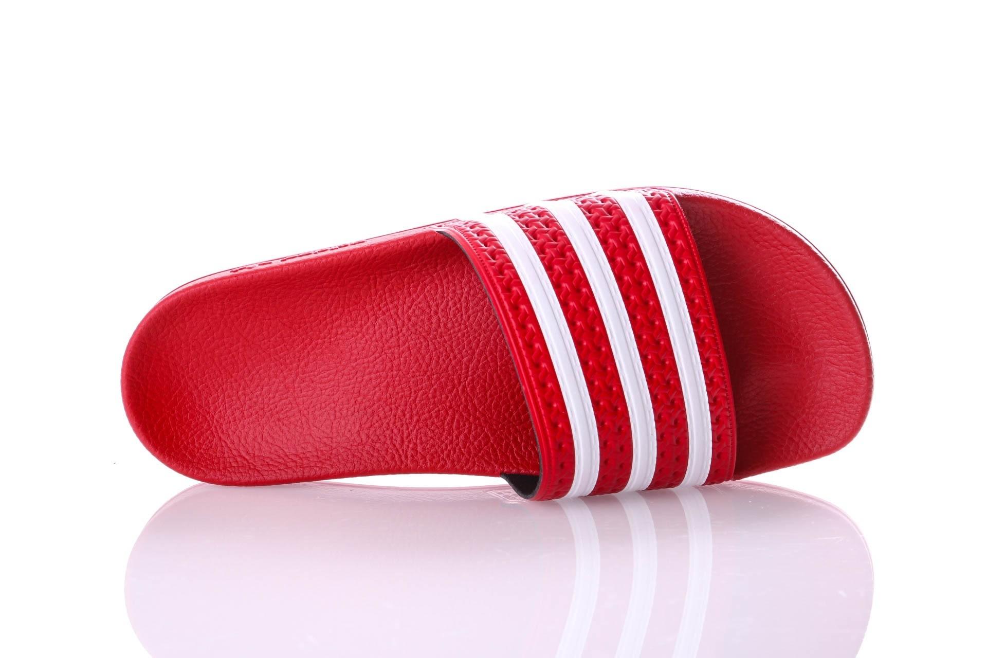 Foto van Adidas Originals CQ2907 Slide sandal Adilette lilo Rood