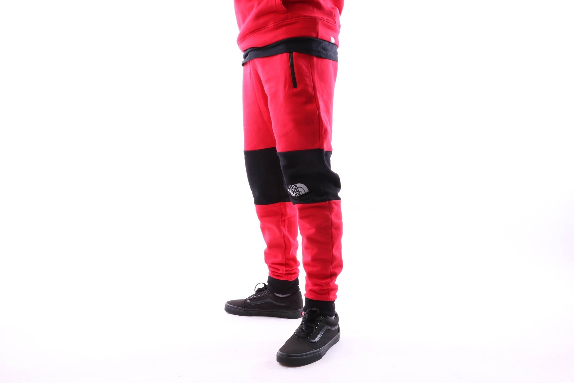 Foto van The North Face M HIMALAYAN PANT T93OD5682 joggingbroek TNF RED