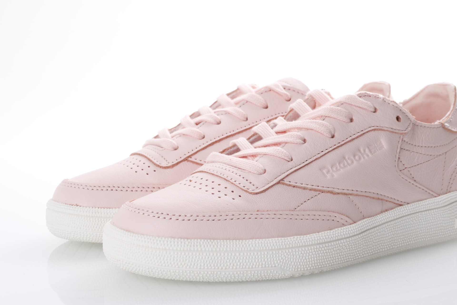 cee1954dbed Reebok Ladies CN0874 Sneakers Club c85 dcn Roze - Go-Britain.nl